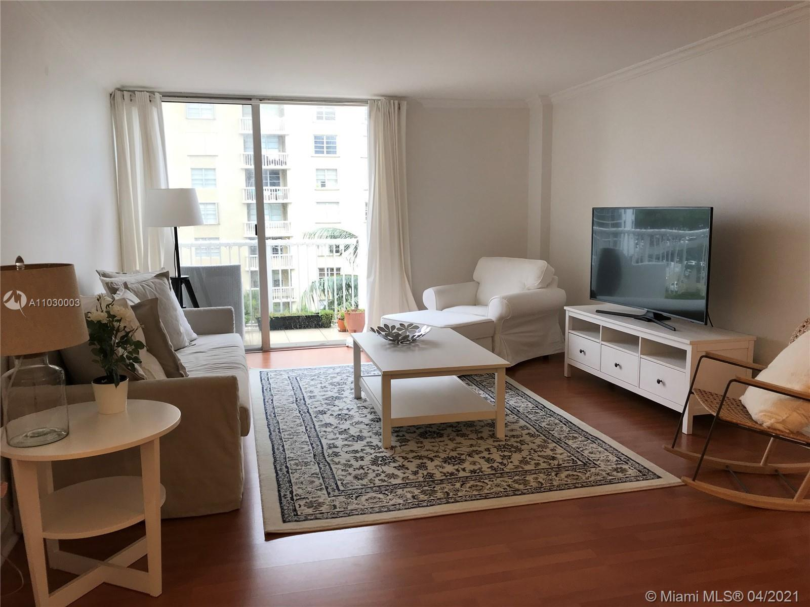 BEAUTIFULLY SPACIOUS REMODELED UNIT! READY TO MOVE IN! GREAT LOCATION! WOOD FLOORS! FURNISHED OPTION