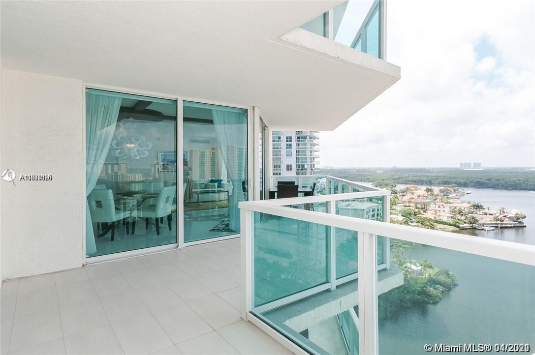 Gorgeous views from the unit . Condo has tons of light . Pleasant floor plan and one of the nicest l