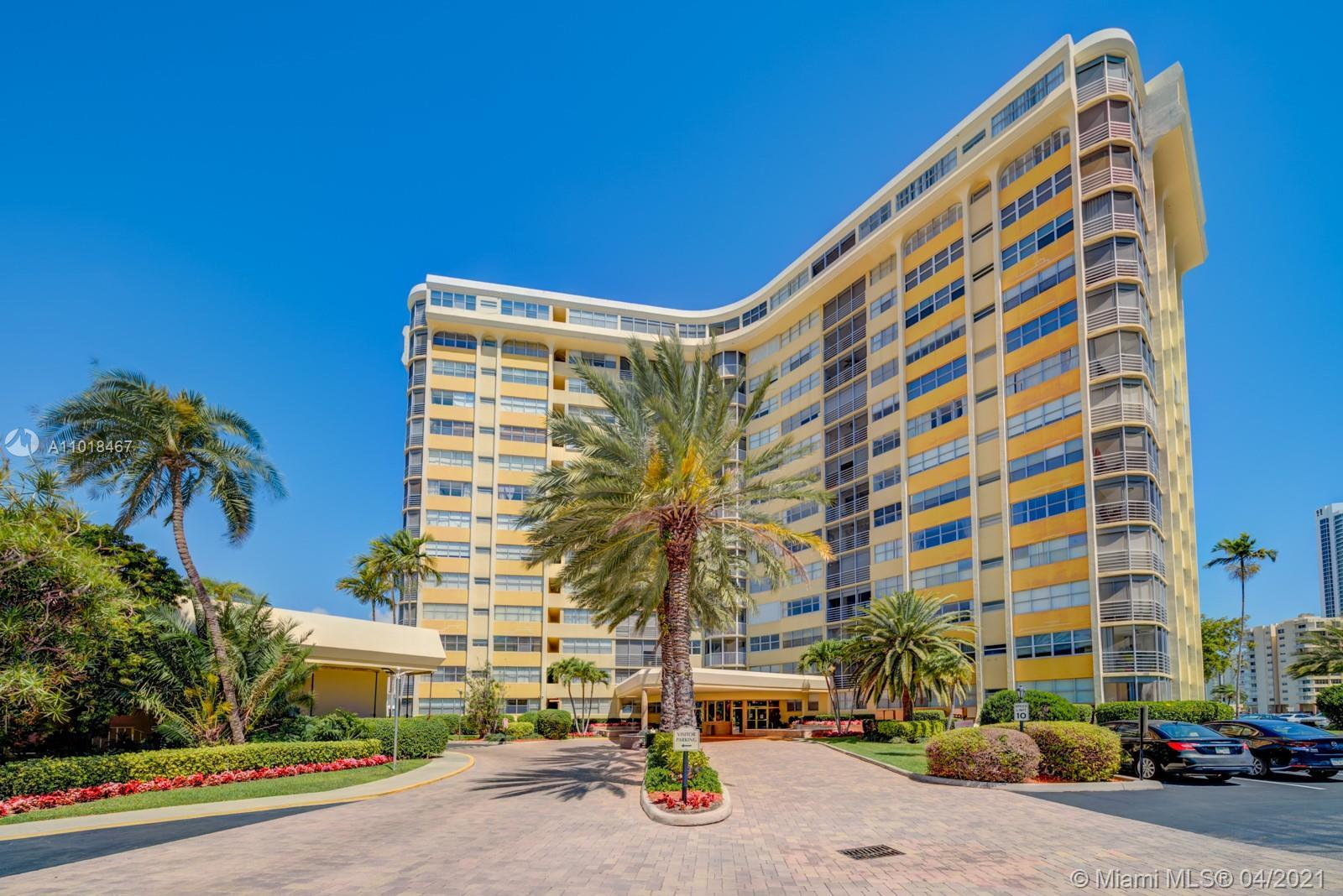 Beautiful corner 2BD/2BA apartment on the Intercostal Waterway. Extremely private living in a well k