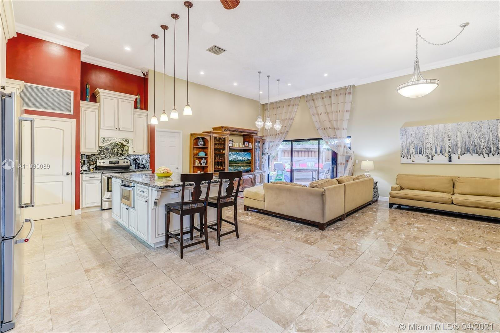 Location! Beautifully updated  3/2 attached one story villa in highly sought Harbourwood Villas in T