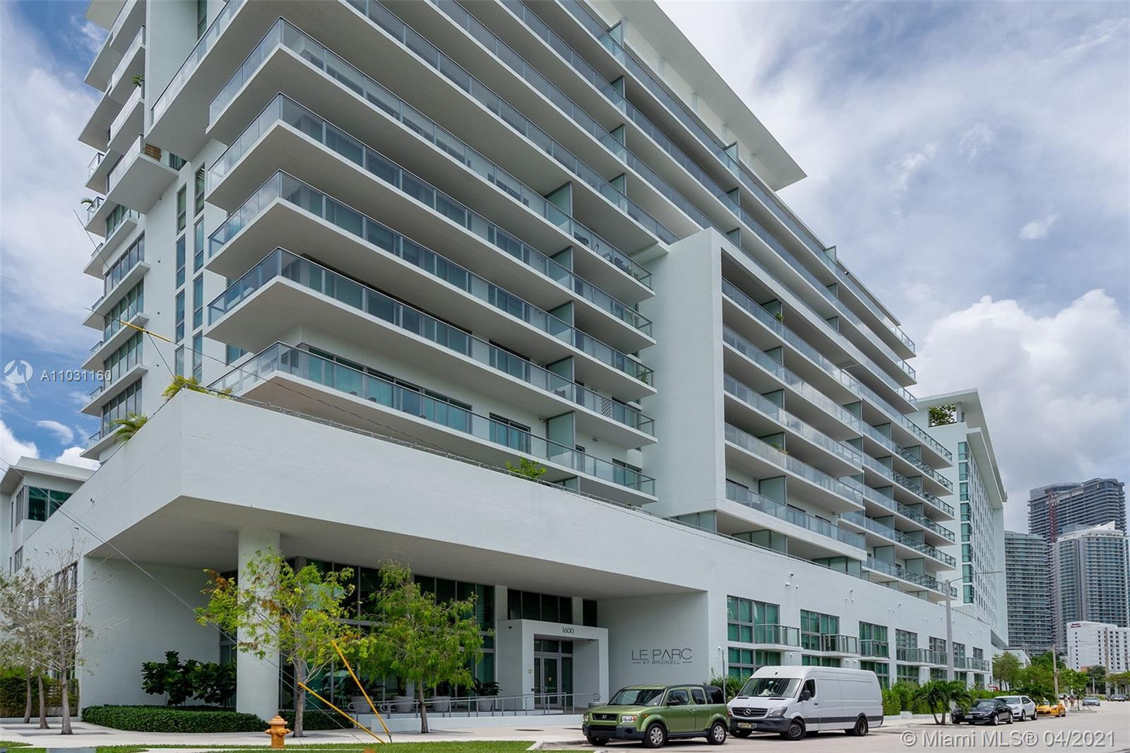 BRIGTH AND SPACIOUS STUDIO AT LE PARC AT BRICKELL Condo. Conveniently located in a quite and residen