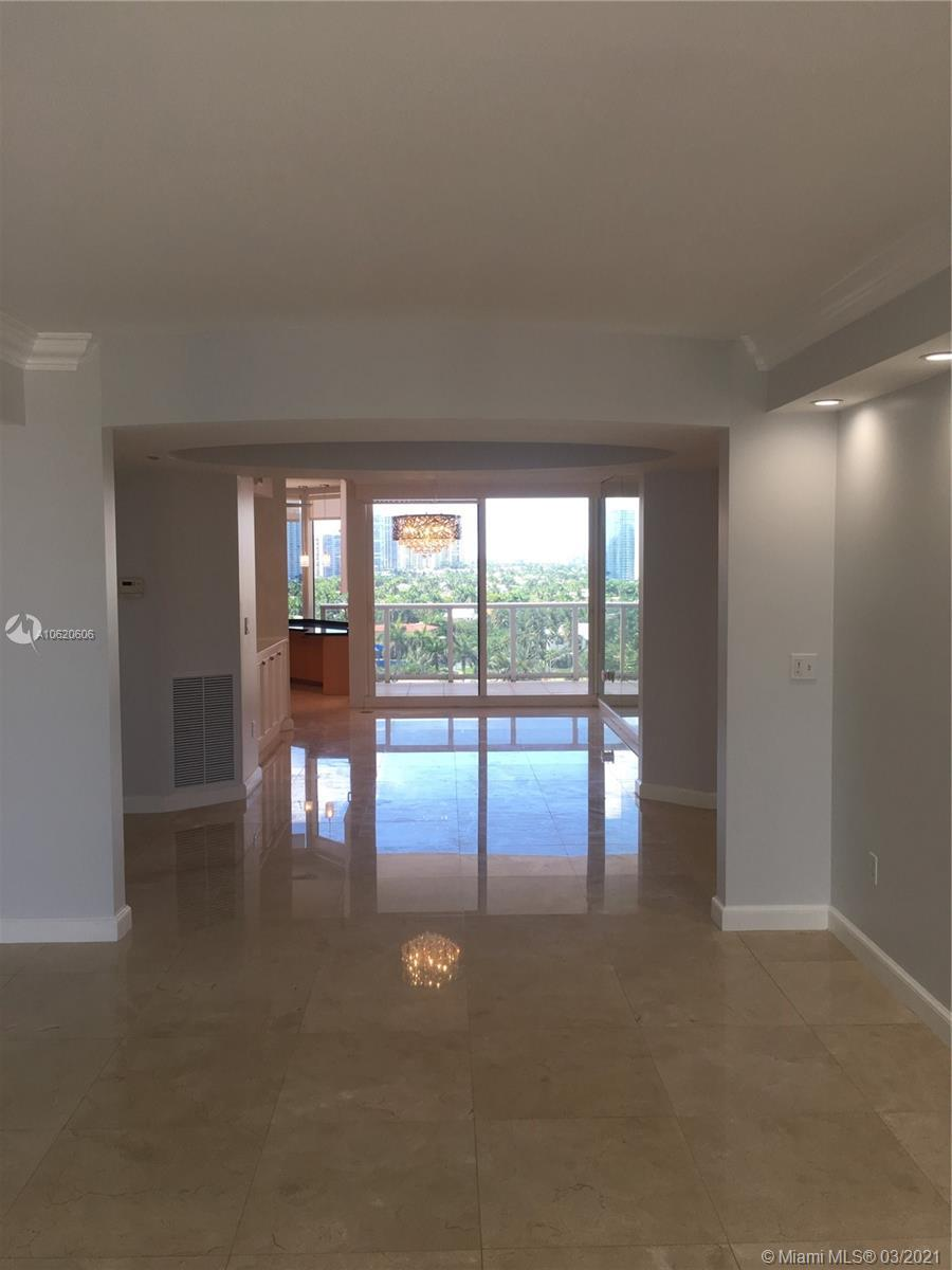 Beautiful flow through unit located in upscale beachfront building in the heart of Sunny Isles. Elev