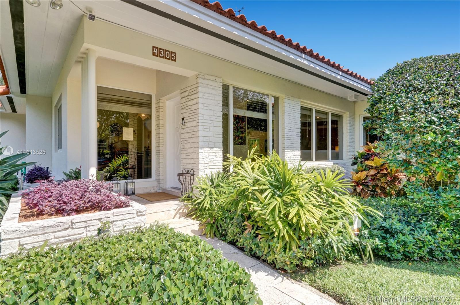 Beautiful home on an oversized corner lot very well located between Riviera Country Club and the Ita