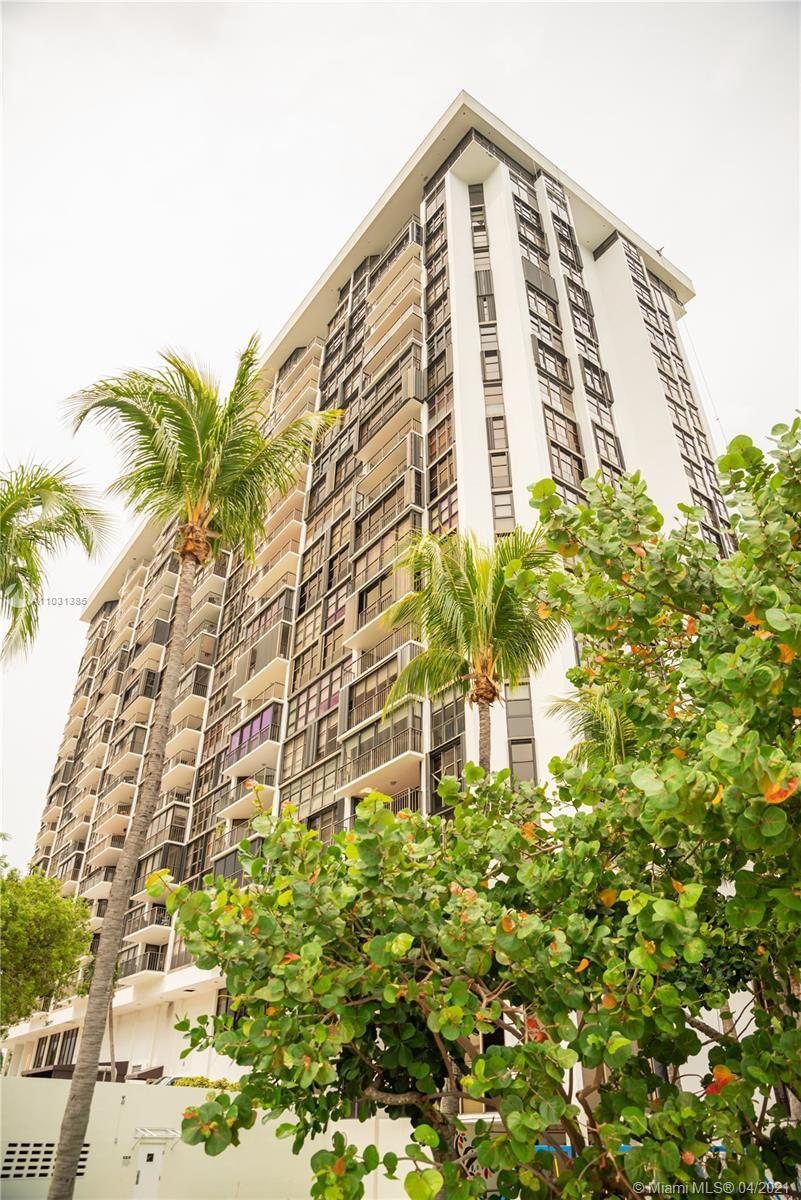BEAUTIFLY UPDATED 2 Bedroom 2 Bathrooms condo unit at the sought-out Brickell Place. Spacious layout