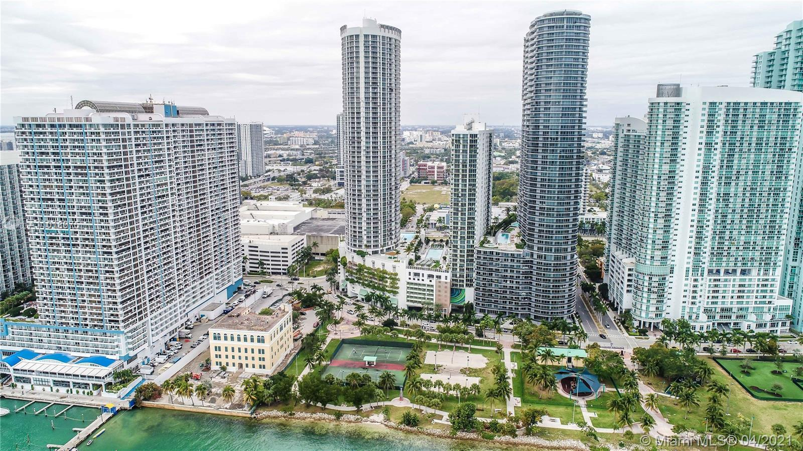 Beautiful 2 Bdrms 2 Bths with partial views of Biscayne Bay and Miami Skyline. Unit comes with Itali