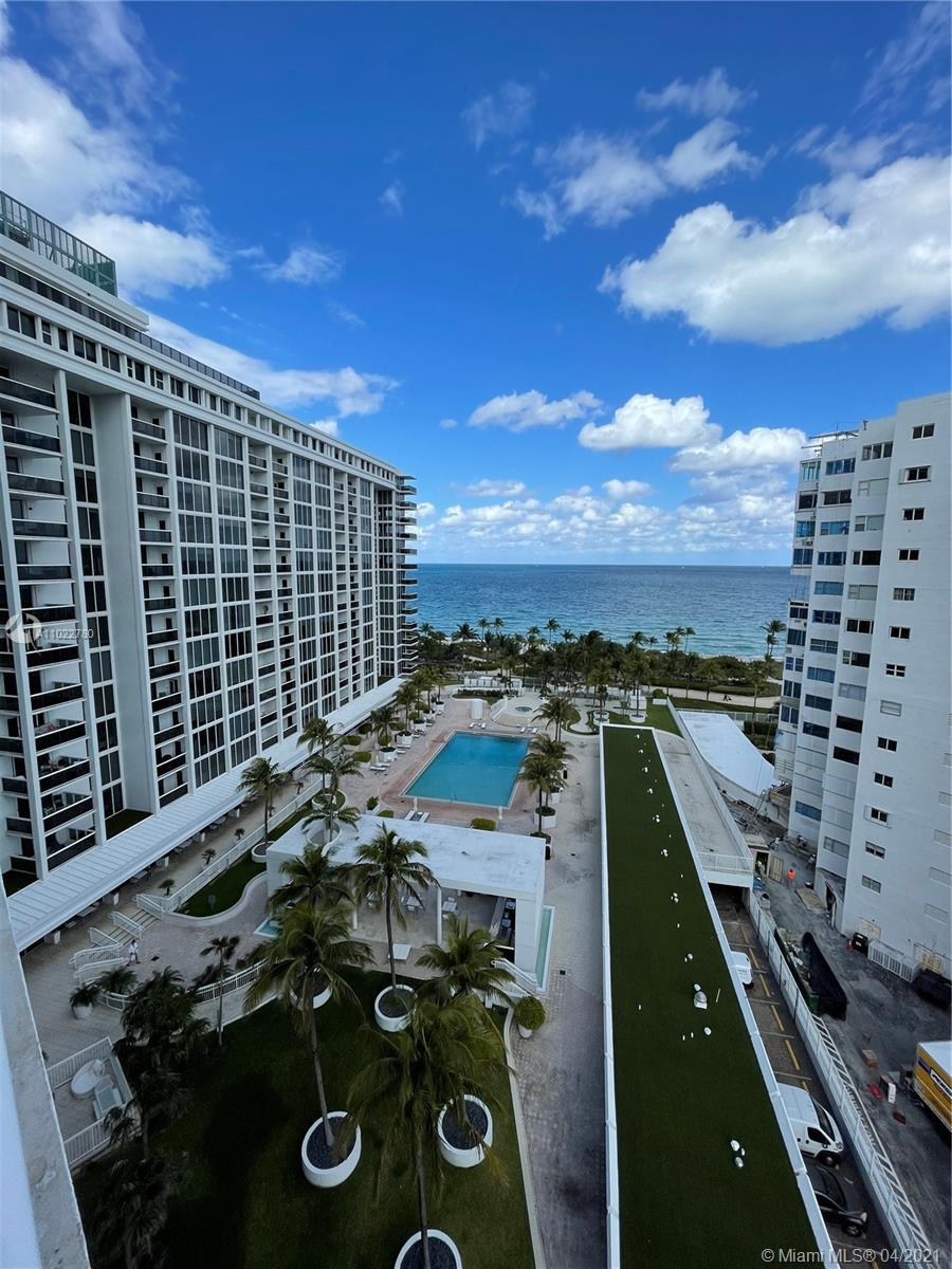 Beautiful corner unit facing direct ocean and pool. Freshly remodeled and tastefuly decorated. The b
