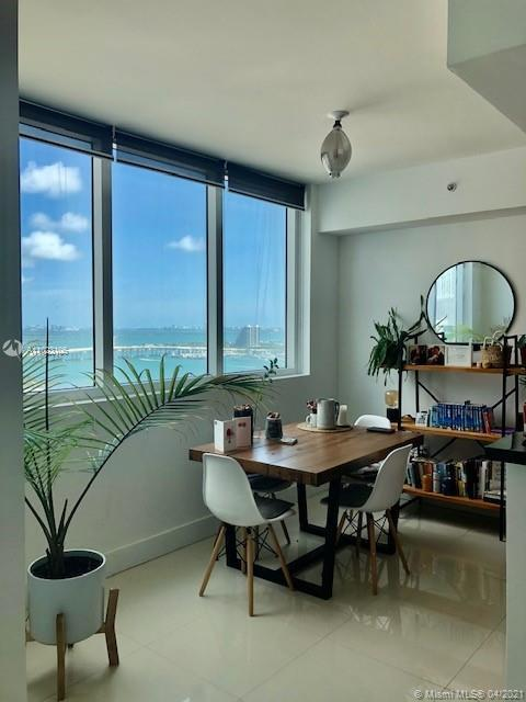 Bright and spacious 1 bedroom plus DEN and 2 full bathrooms with beautiful views to the Bay and city