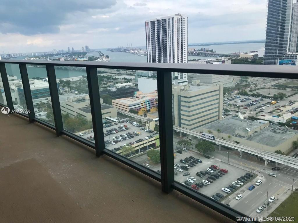 Beautiful split floor plan 2bedrooms + 2 bathrooms with an amazing bay and city view large balcony.