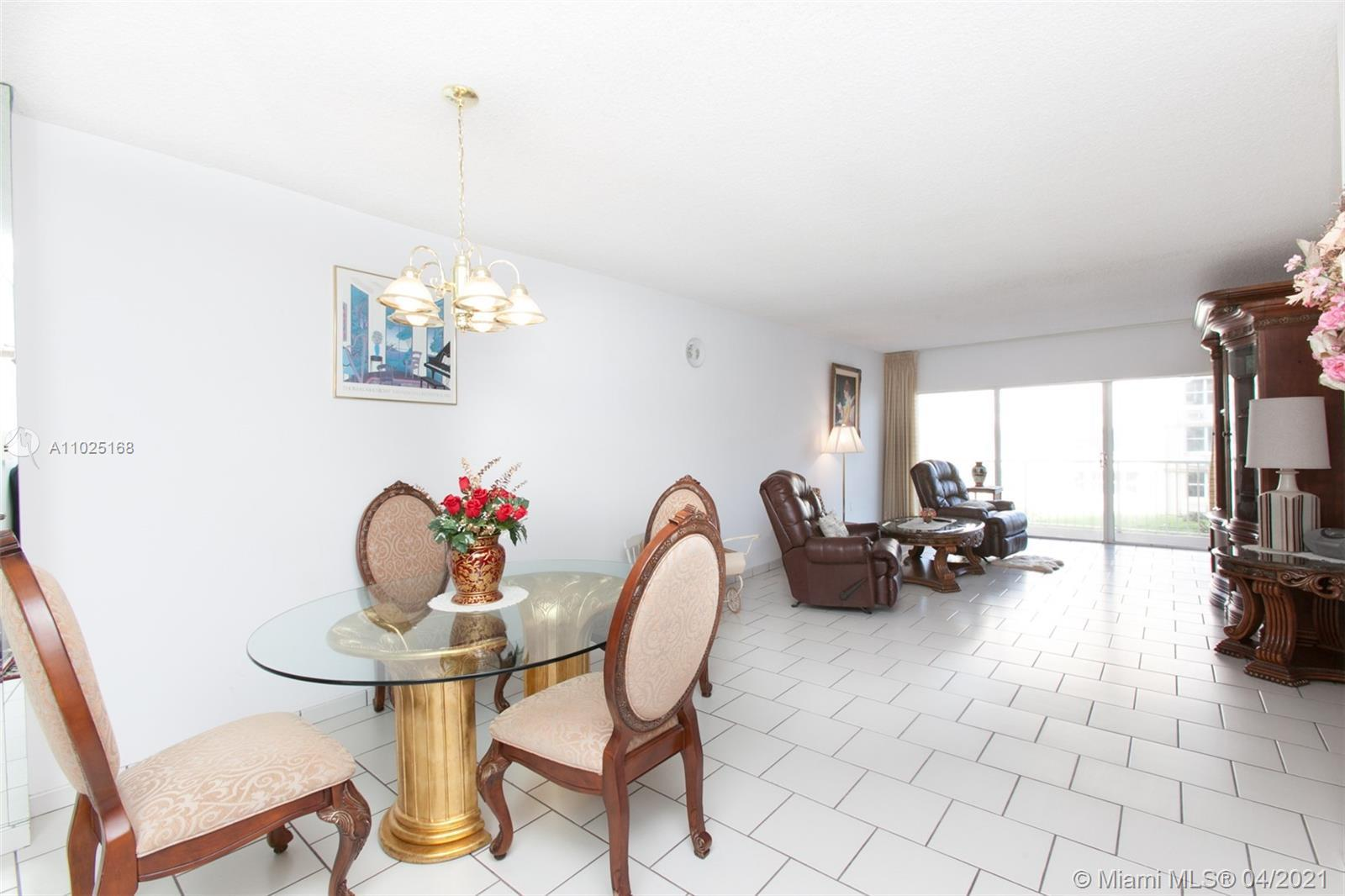Fabulous Hemispheres on the beach. This 2 bedroom/ 2 bathroom, Master suite has 2 large closets. Oce