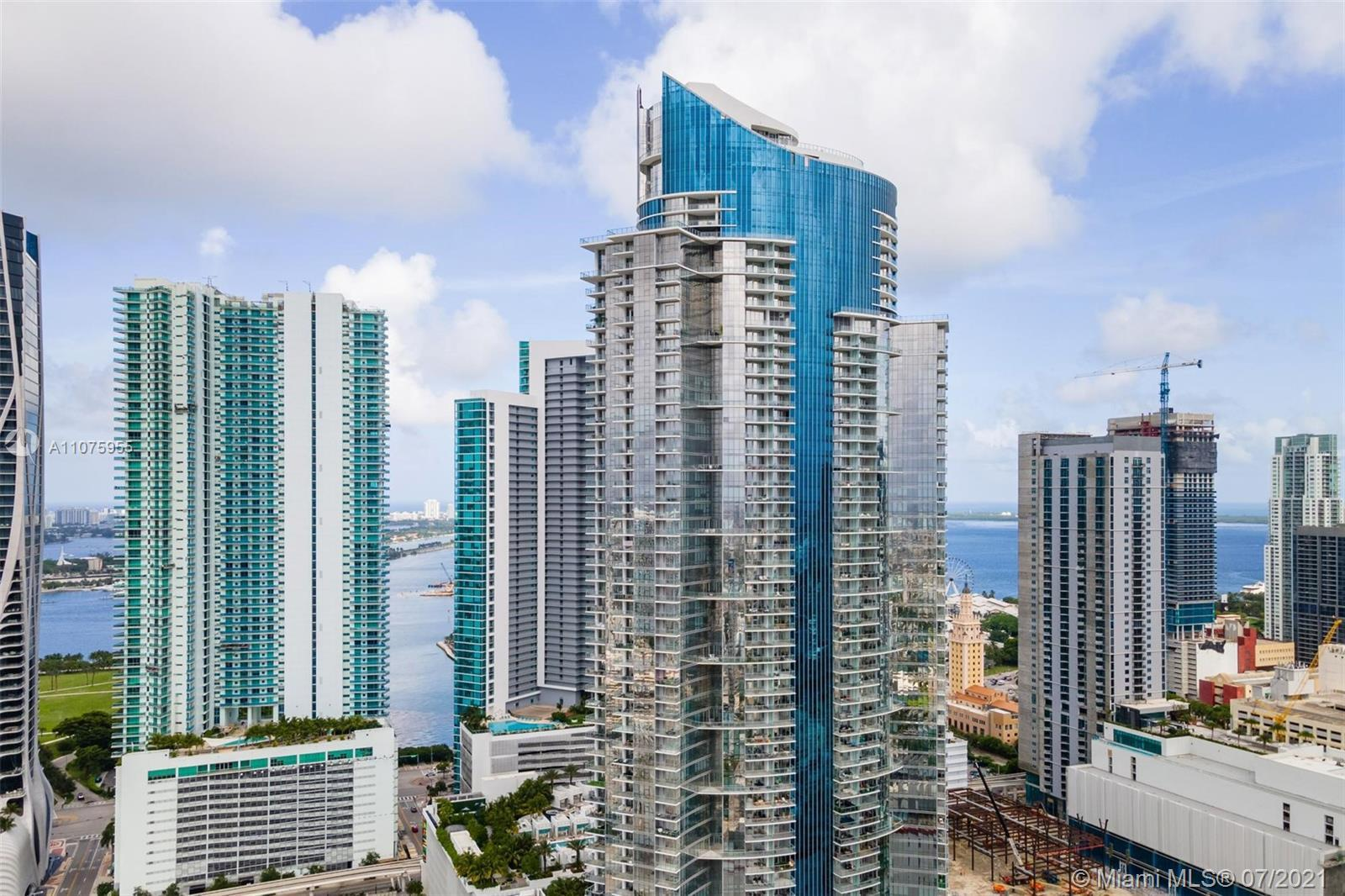 BEST DEAL IN PARAMOUNT RIGHT NOW!!! Call me directly to tour this exquisite 30th floor unit with all