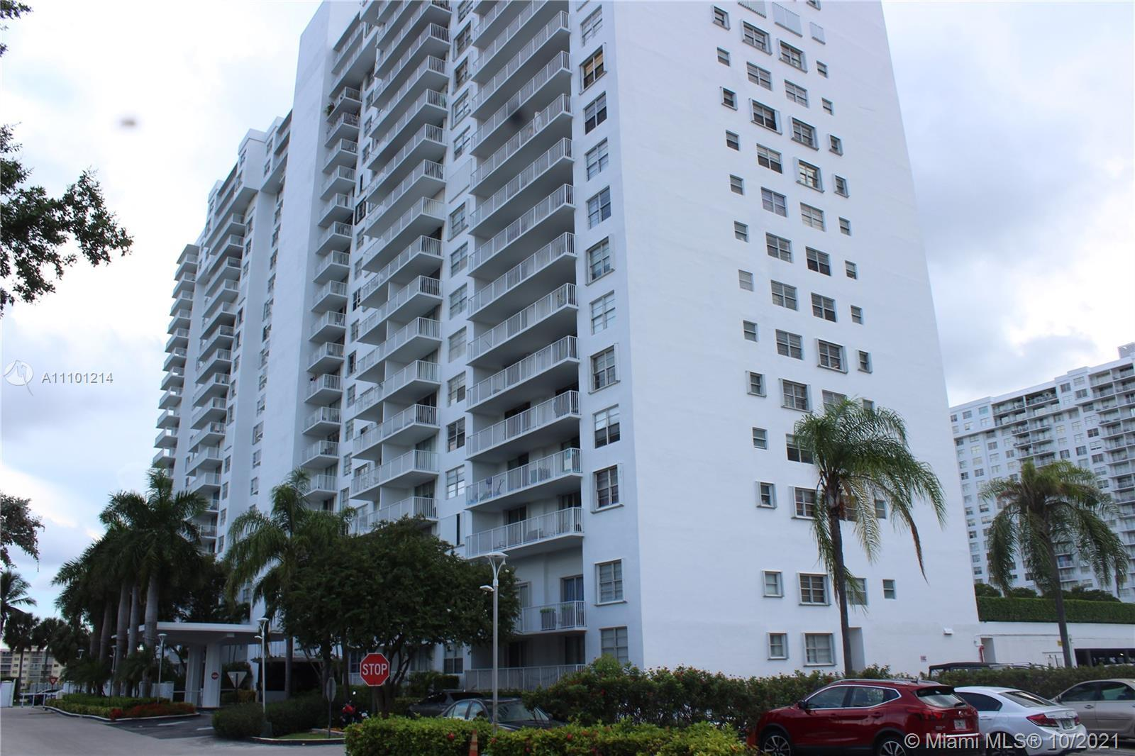 Welcome home to this updated two bed, two bath 17th floor condo in the heart of Aventura with specta