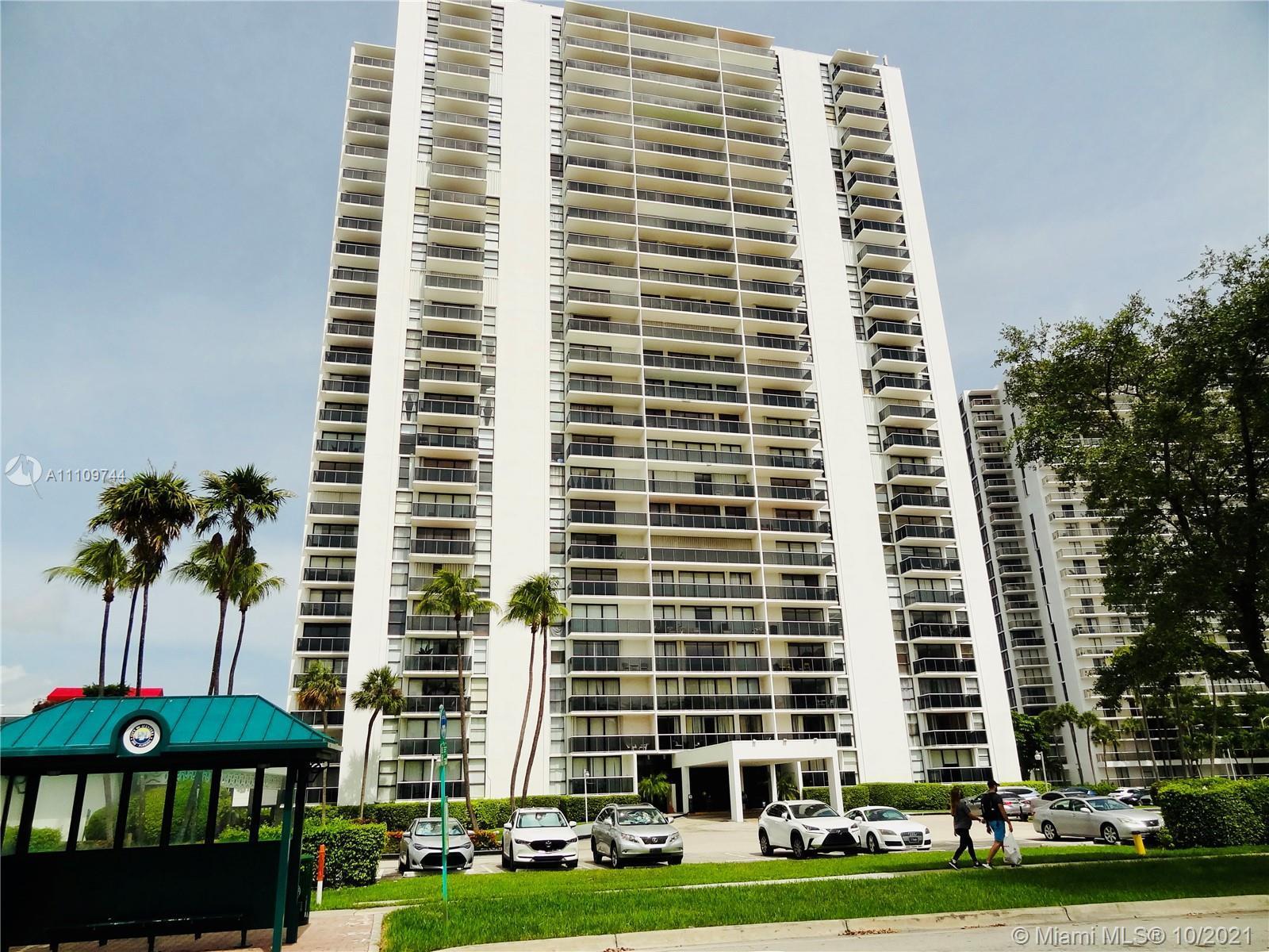 Beautiful 2/2 apartment at EL Dorado in Aventura close to Aventura Mall and all mayor Roads like I95