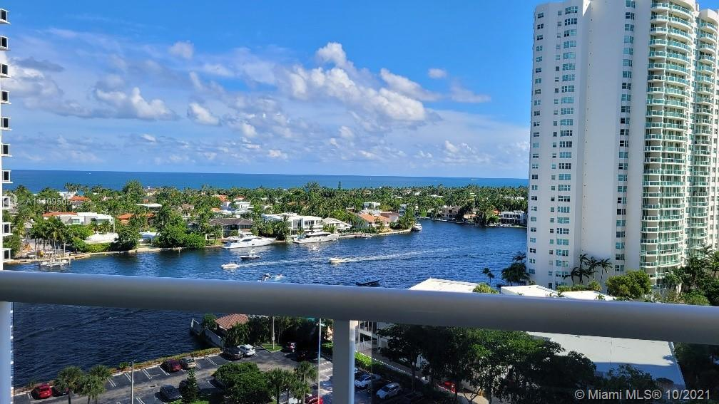 Captivating and amazing Ocean view and Intercoastal view from all bedrooms' and living room. Spaciou