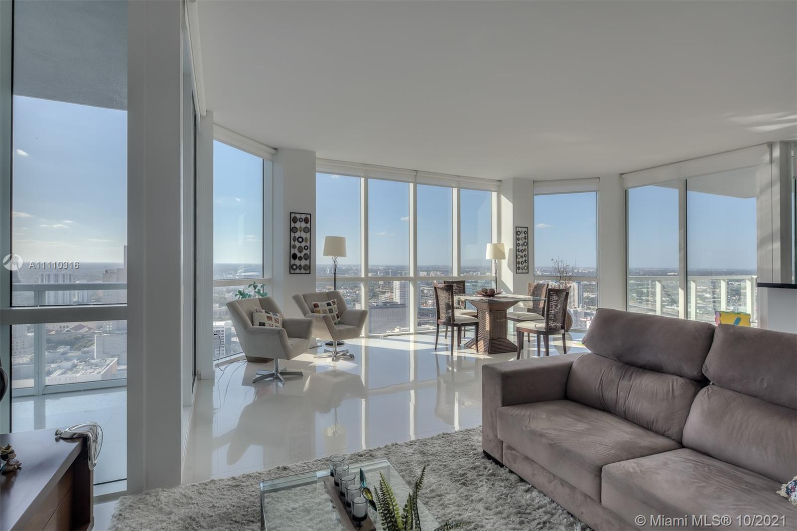 Beautiful panoramic views from this exclusive PH apartment at luxury condominium Vizcayne. Ideal dow