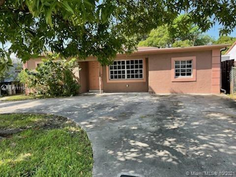 This house is conveniently located near I95. There is a nice size backyard waiting to be landscaped