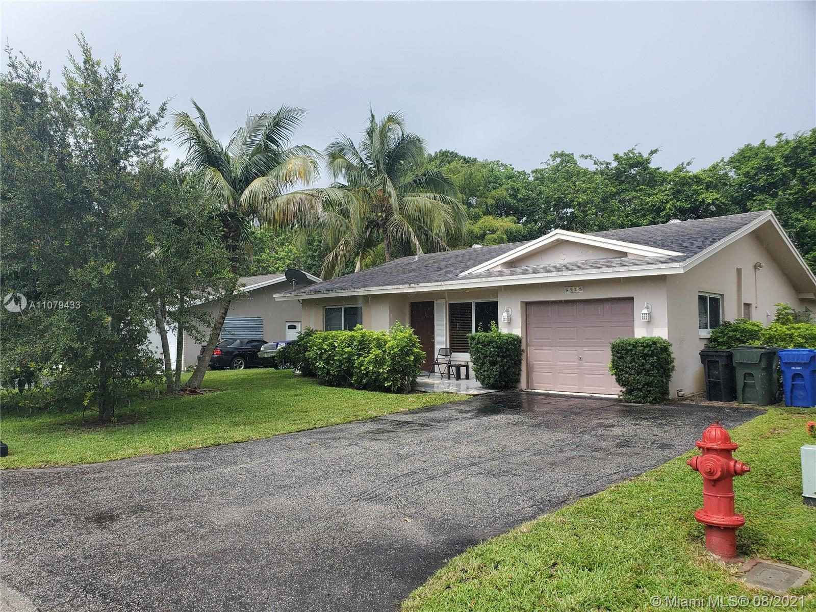AS-IS Great home on a cul de sac. Well maintained community.  3 bedroom, 2 bathroom single family ho