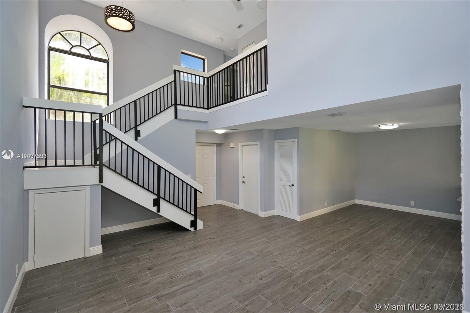 2 STORY UNFURNISHED 1500 sq ft CORNER TOWNHOME with 2 BEDROOMS / 2 BATHROOMS upstairs and half bath