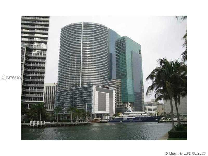 Live in the heart of Downtown Miami, just steps to some of the best restaurants, bars, movie theater
