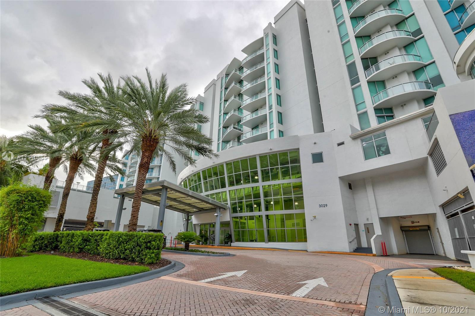 New York Style Condo with 12 foot ceilings, Tremendous views of Marina, Intracoastal Canal,  Pool, &