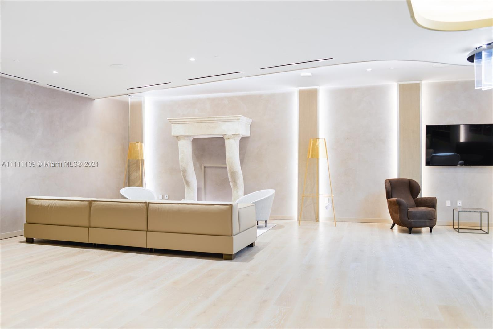 Spectacular brand new upgraded unit at the iconic Brickell Flatiron. Huge corner unit, 2 bedrooms /