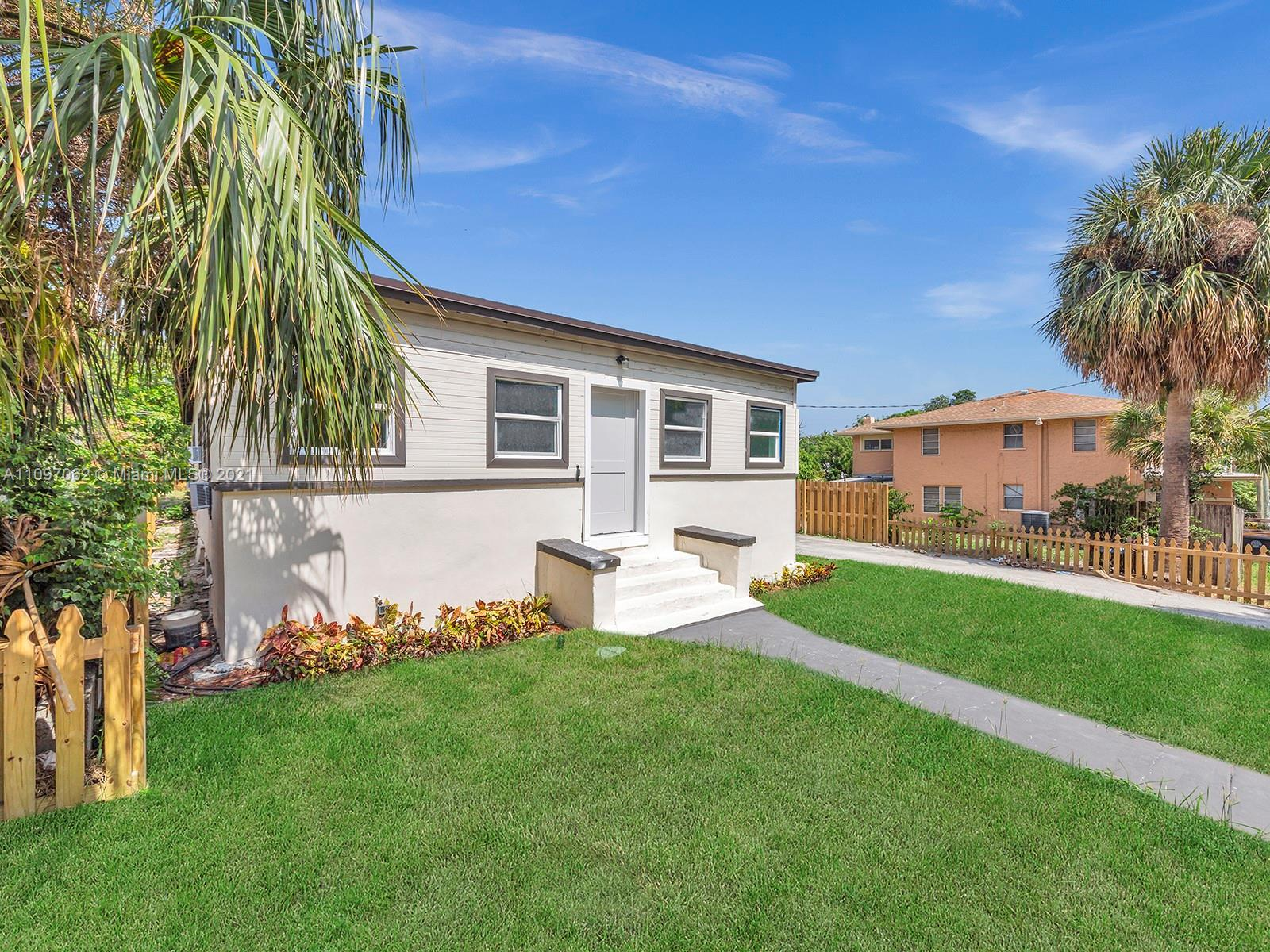 FULLY REMODELED 4/3 SINGLE-FAMILY HOME, BOOSTING 1700 SQF IN GREAT UPCOMING DOWNTOWN WPB AREA. THIS