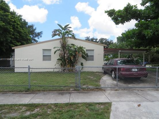EXCELLENT  FOR INVESTMENT , THE HOUSE IS  RENTED FOR $1,300 . IT IS A CORNER LOT MORE THAN 6094 SQF