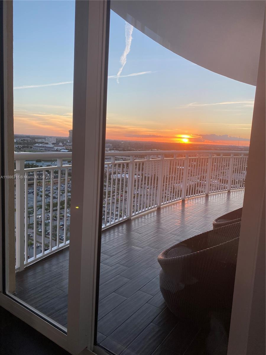 This is the place you have been waiting for. Corner unit with breathtaking views over the golf Strea