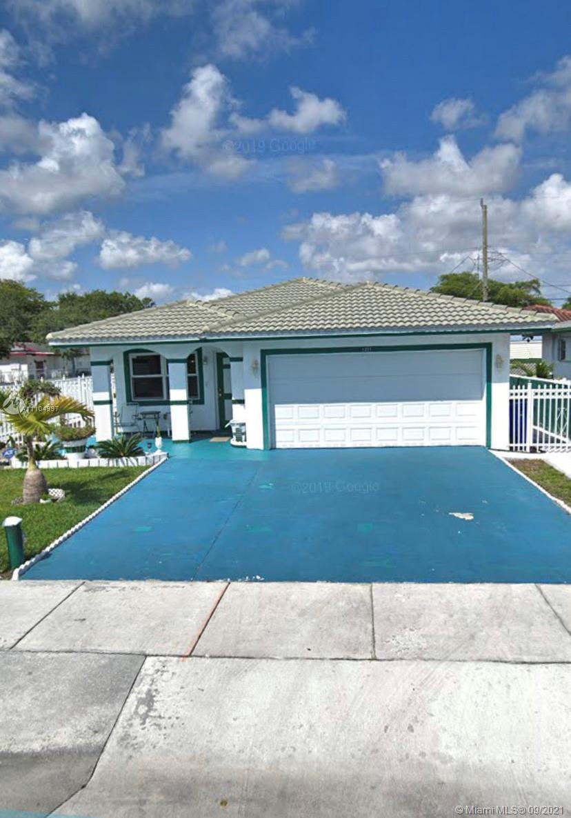 LOVELY 3/2 2010 BUILT 2-GARAGE HOME NOW AVAIABLE FOR SALE. HOME FEATURES TILE FLOORING IN THE COMMON