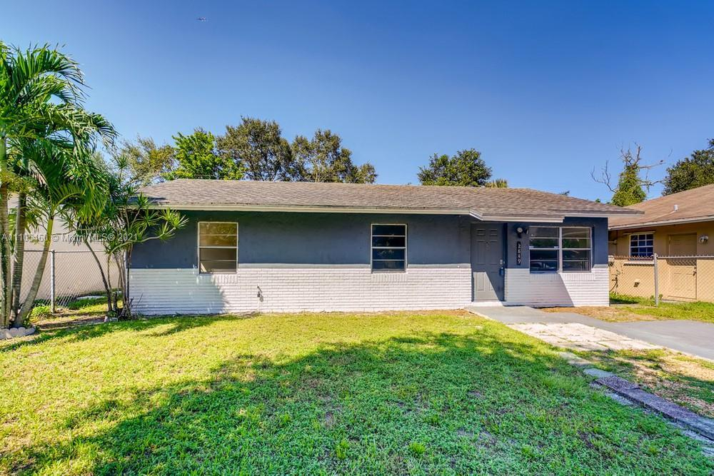 Hope you are ready to fall in love with this attractive 3 bedroom and 2 bathroom home in Fort Lauder