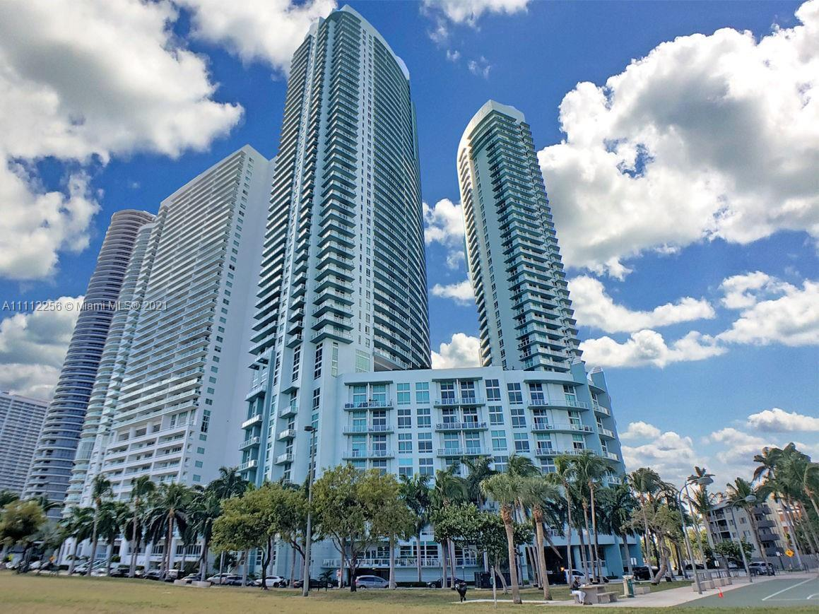 ENJOY THE SPECTACULAR BAY AND CITY VIEWS WITH THIS 1 BEDROOM 1/1 BATH CONDO IN QUANTUM ON THE BAY. S