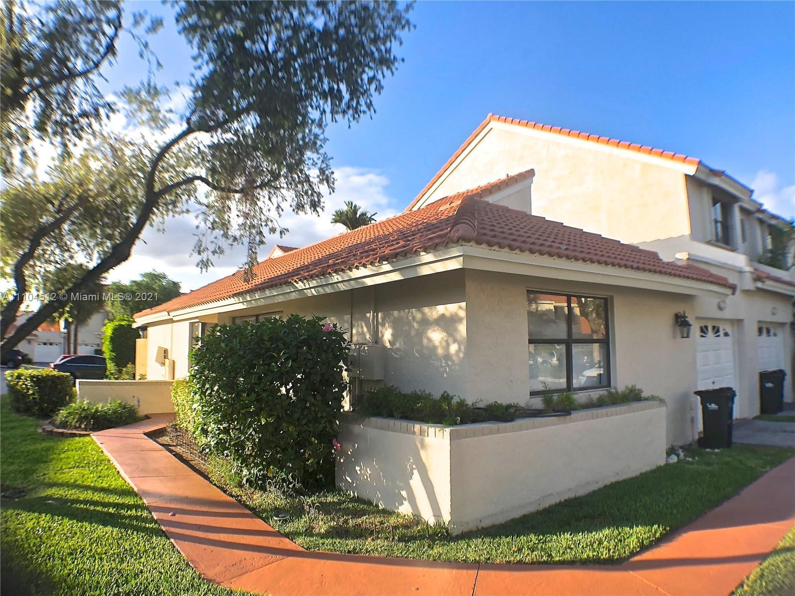 A RARE FIND... La Mirage 2 beds / 2 baths ONE STORY villa completely REMODELED with screened in porc