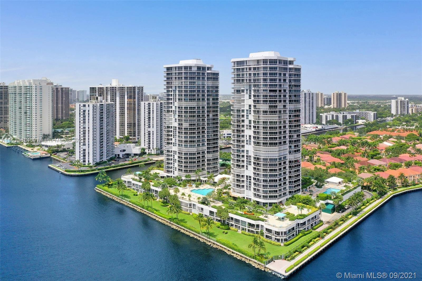 Relax and enjoy in this exclusive, chic and sophisticated waterfront apartment, offer 2,240sf of lux