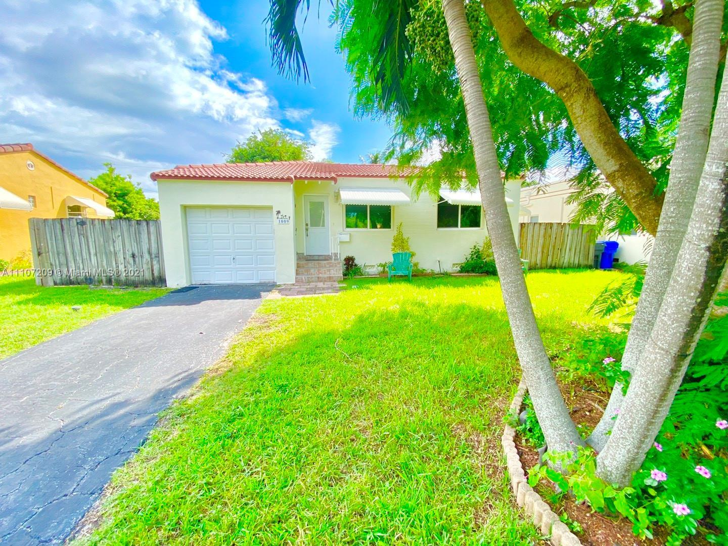 Location is everything in this beautiful neighborhood located in East Hollywood. Walking distance fr