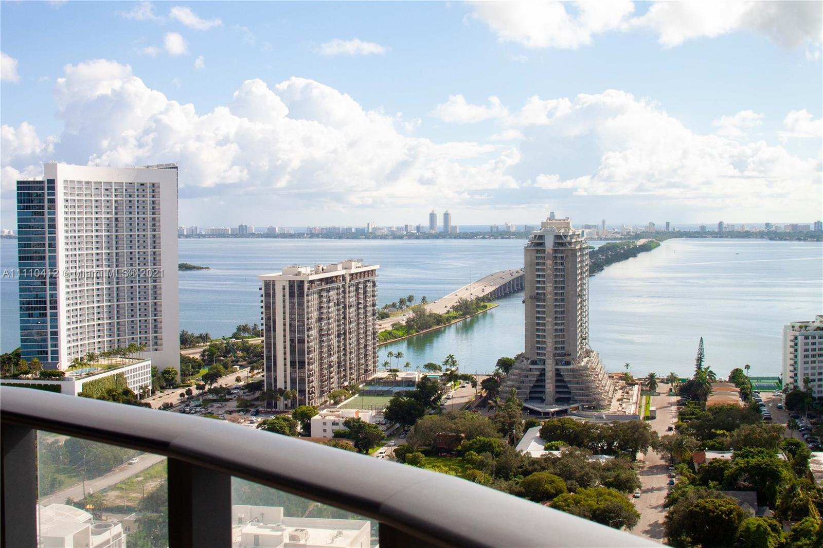 IMPECCABLE 2 BEDROOMS/2 BATHROOMS UNIT WITH BREATHTAKING CITY AND BAY VIEWS IN THE HEART OF MIDTOWN