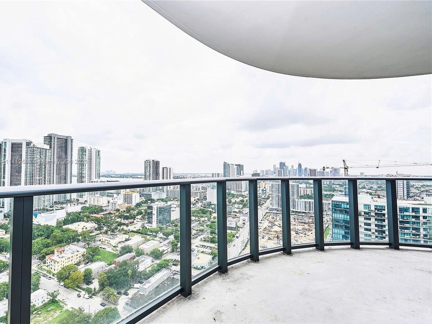 Corner 2/2 unit with amazing city and bay views. Open floor plan perfect for today's living needs, w