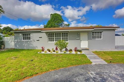 Completely upgraded! Beautiful cozy single family home in the heart of Hollywood, unique and exquisi