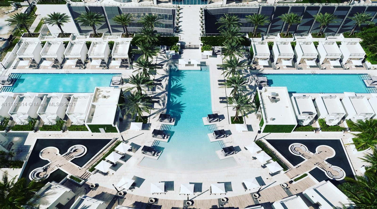 Luxurious and highly desirable 2 Bed + Den /3 bath residential Condo at the Paramount Miami WorldCen