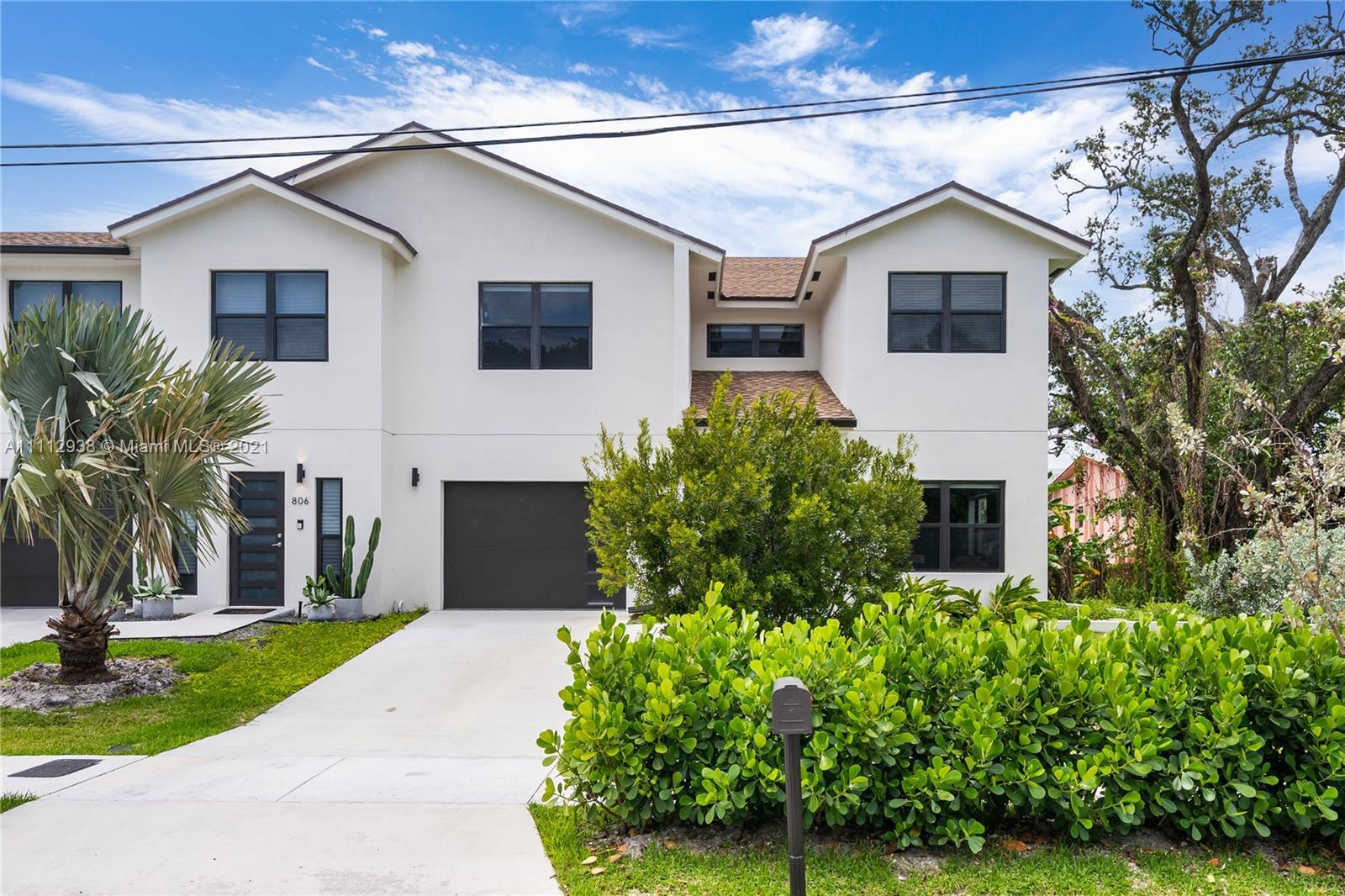 AN ABSOLUTELY STUNNING, MUST SEE 2020 TOWNHOME ON A CORNER LOT. BRIGHT, SPACIOUS, MODERN, ELEGANT DE