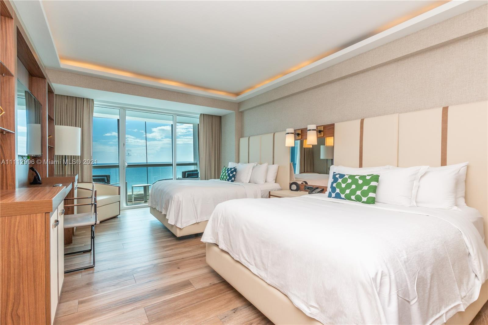 Amazing opportunity to own a turn-key 1 Bed   1.0 Bath in an oceanfront property. Fully furnished. I