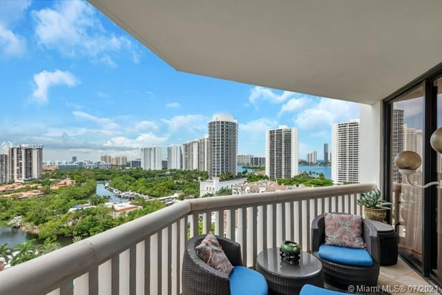 MOST LUXURIOUS LIVING IN SOUTH FL! SPECTACULAR VIEWS OF OCEAN, INTRACOASTAL AND ENTIRE SKYLINE. GATE