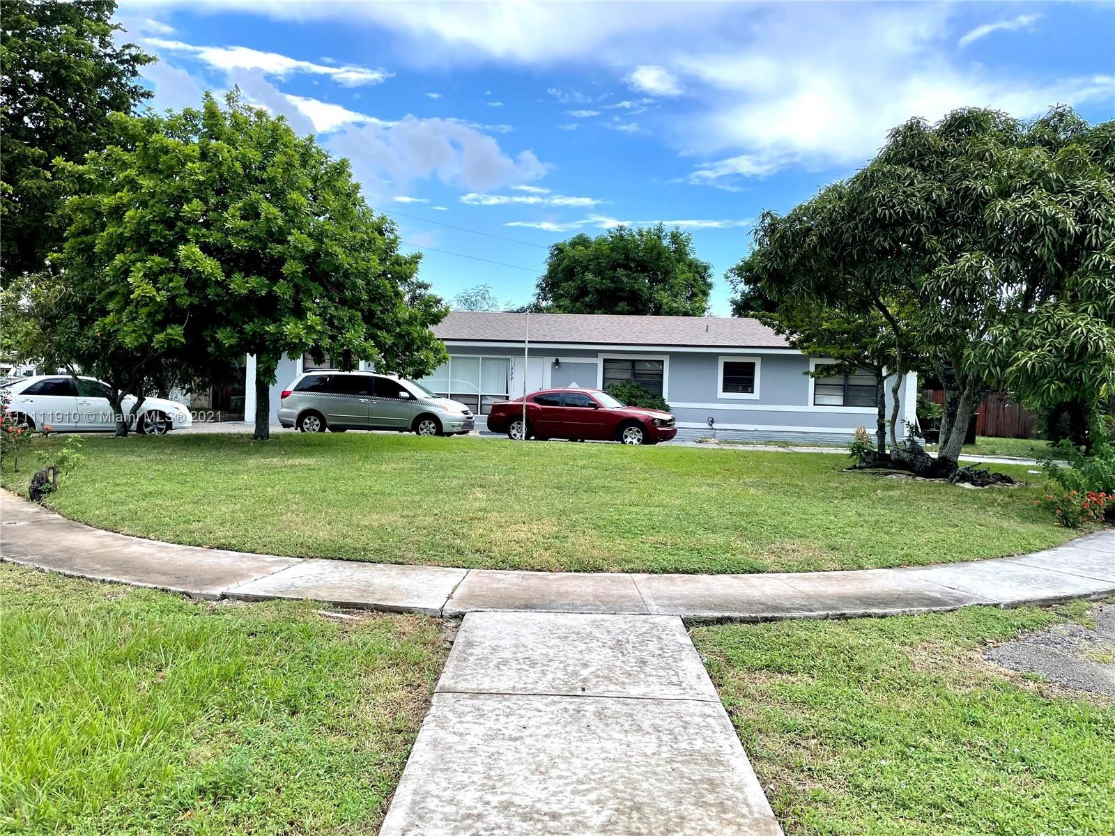 Beautiful single family home located in Melrose Park of Fort Lauderdale. The property interior is fr