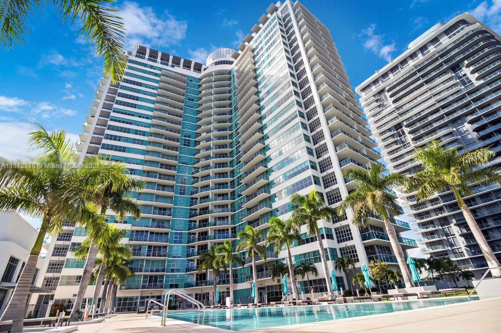 This large 2/2 beds/baths with a wrap-around breakfast balcony has fantastic direct bay views with a