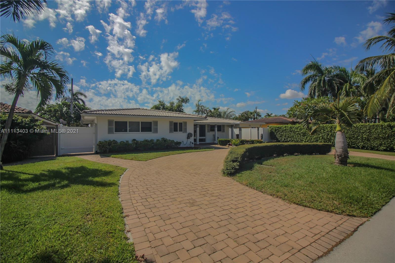 GREAT LOCATION! This home is ideally located in the heart of The Cove neighborhood. Walking distance
