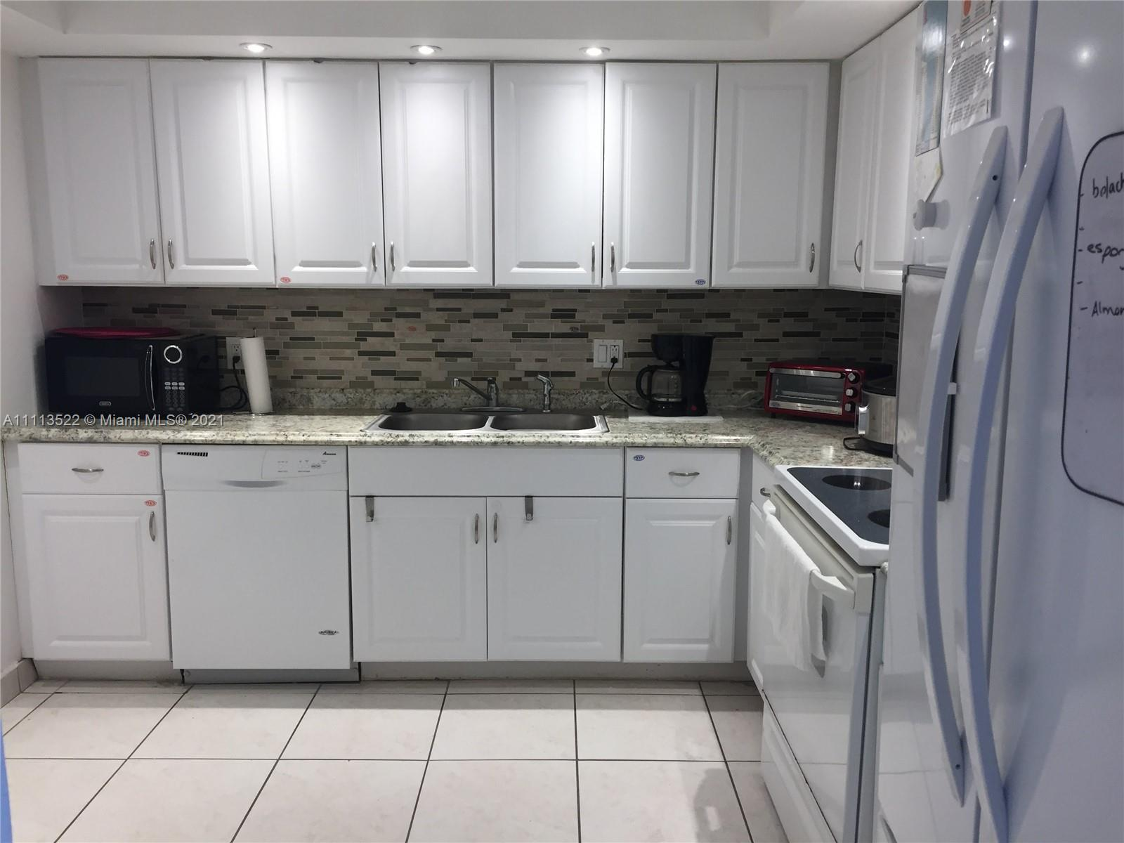 Remodeled 2 bedrooms 2 bathrooms in the heart of Aventura. Kitchen with white cabinets. Ceramic floo