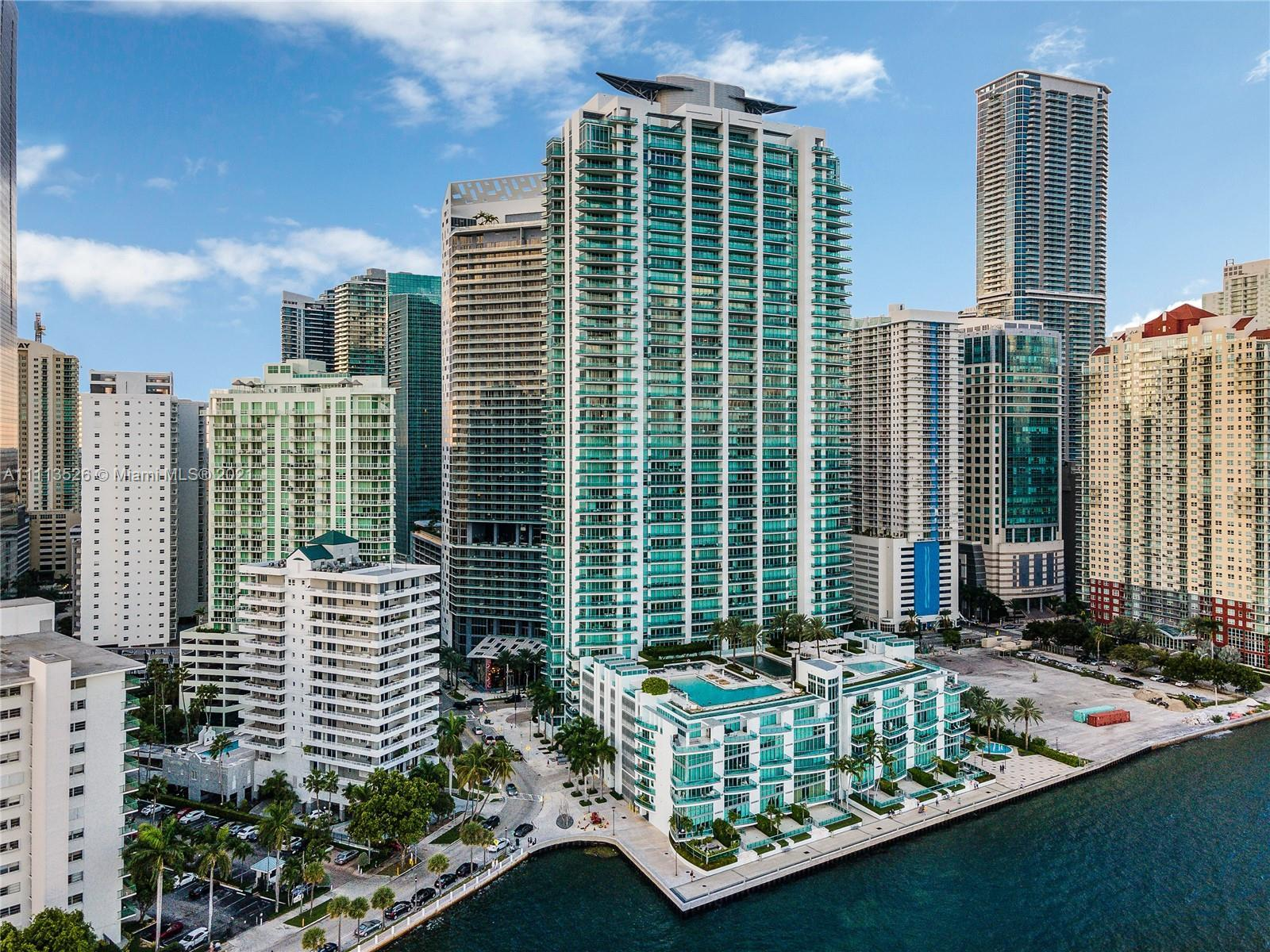 The most desirable line at Jade Brickell! Clearing all neighboring buildings, this southeast corner