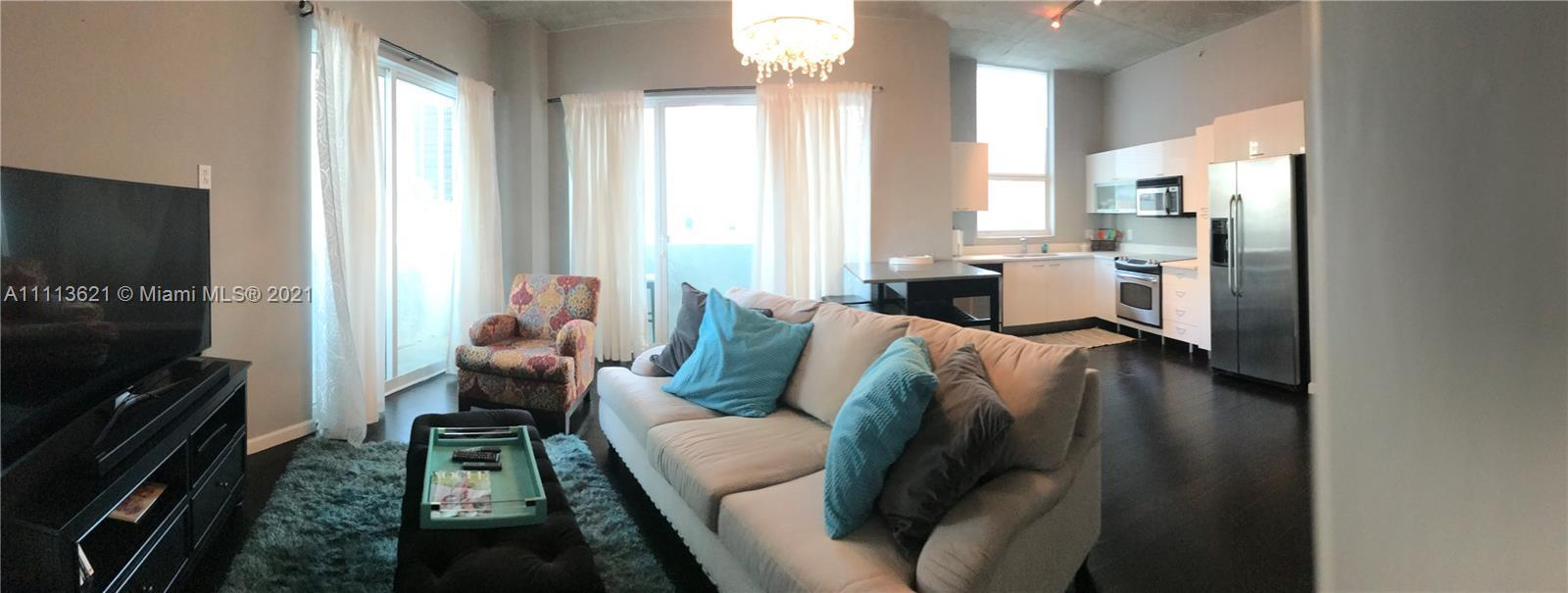 Bright Beautiful corner unit with a wrap around balcony and views of downtown and Bayside area. 10'