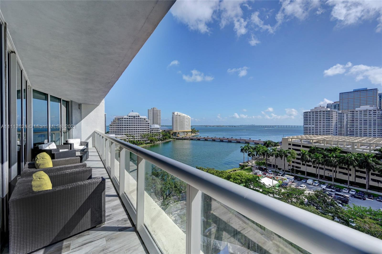 Gorgeous one-of-a kind residence in Downtown Miami's best neighborhood. This almost 1,500 sqft unit