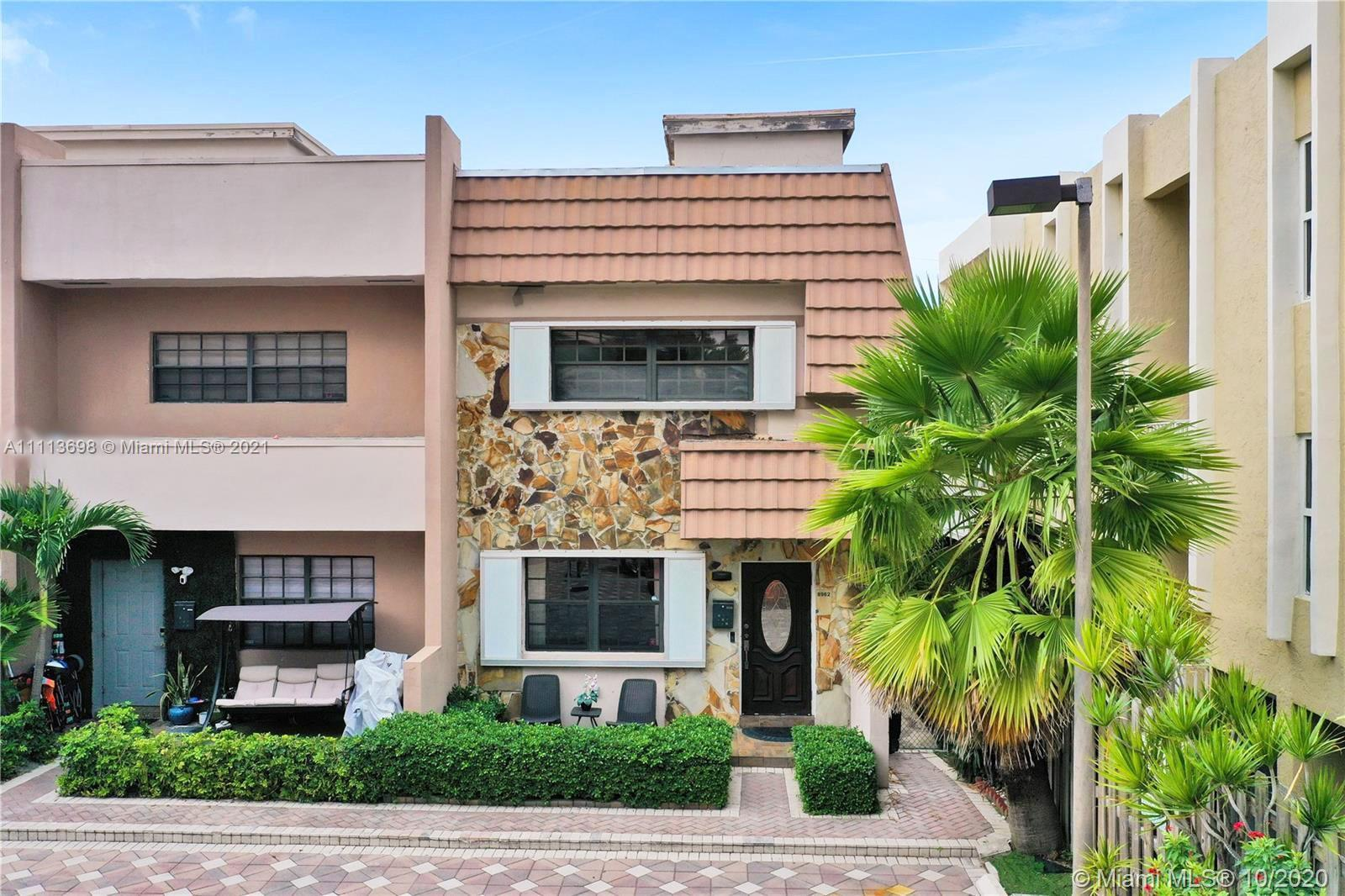 Only steps from the beach, this beautiful large 2 Beds 2.5 Baths Corner Townhouse w/ an open roof de