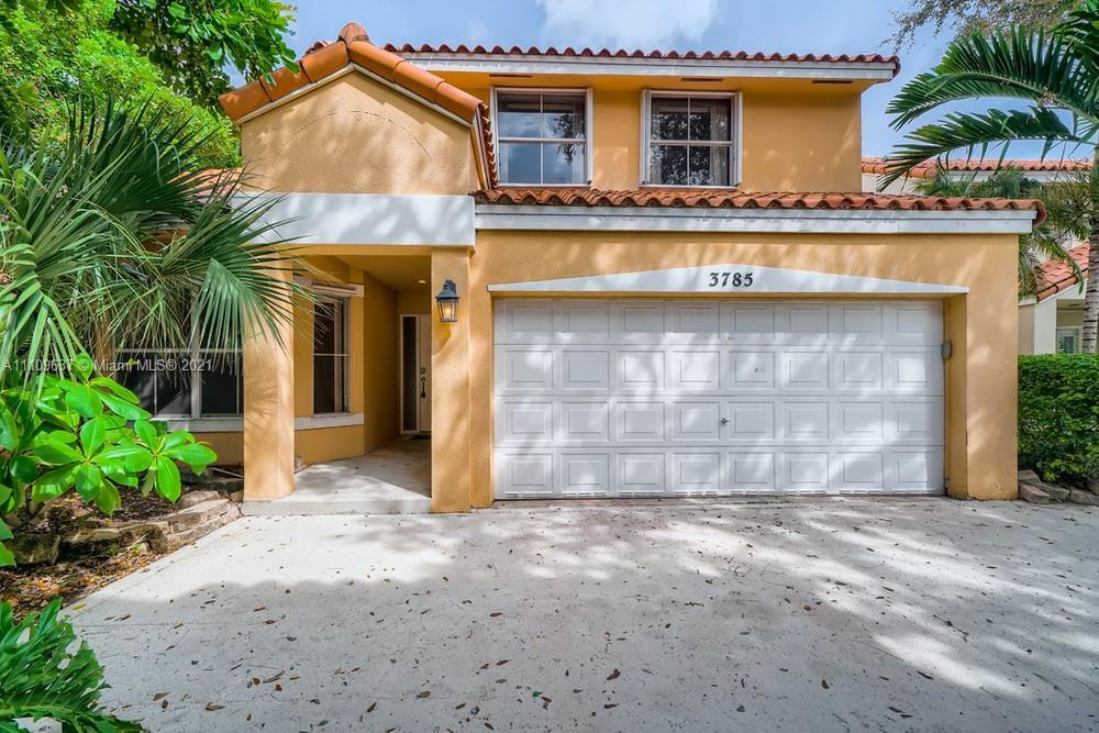 Lovely 3 bedroom, 2.5 bathroom single-family home in Hollywood! This perfect starter home or investm