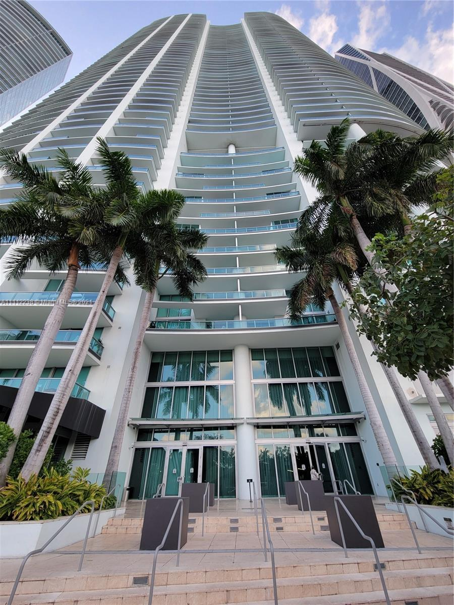 Breathtaking 47th floor unpararelled unit at the gorgeous 900 Biscayne Bay Tower. Luxurious 2 bedroo